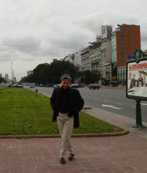 Lynda on Avenida 9 de Julio